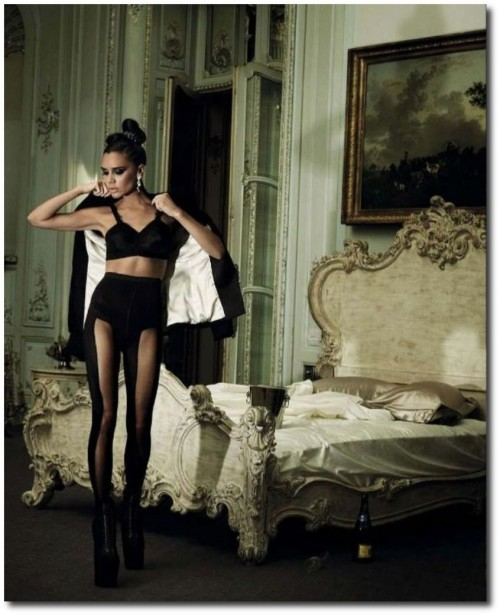 French Baroque Rococo Bed Victoria Beckham Harpers Bazaar December 2009 4 500x615 French Style Baroque Beds