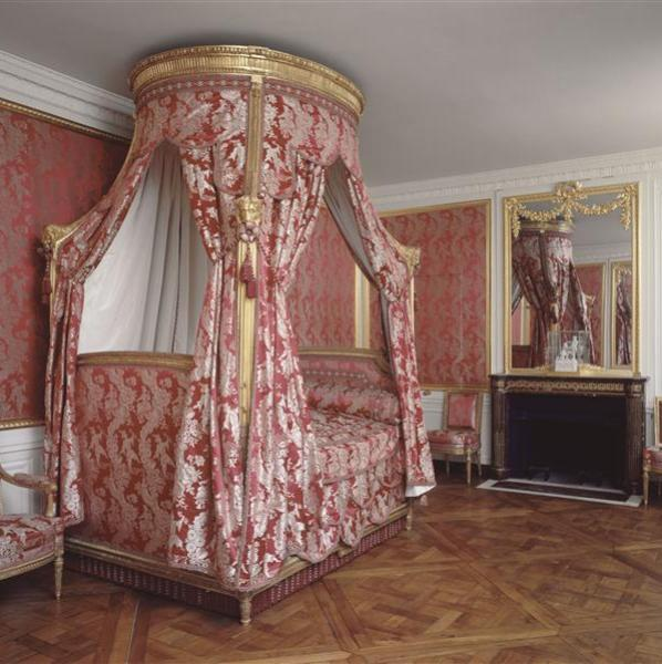 This is versailles petit trianon king 39 s bedchamber for Chambre louis xvi versailles