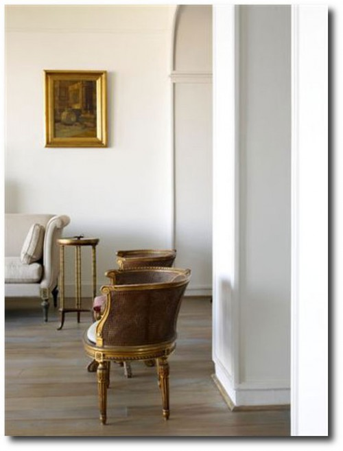 Asli Tuncas House in İstanbul 3 500x657 White and Cream French Furniture