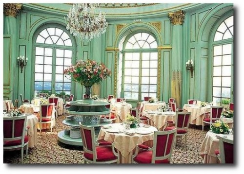 Chateau dArtigny Dinner room1 500x3501 500x358 Touring The Best Of France