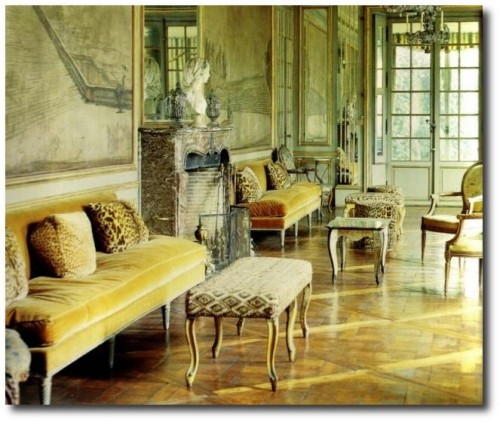 Elsie de Wolfe at Versailles 2 500x422 Decorating With Pastels For A French Styled Home