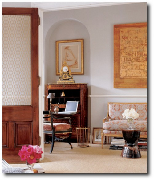 18th century French secretary in the Alex Papachristidis designed living room of London based jewelry designer Fruzsina Keehn in Elle Decor in 2006. 500x586 5 Ways To Get The French Look For Less