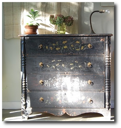 Distressed Black Paint Finishes2 How To Paint Black Furniture A Dozen Examples Of Exceptional Black Painted Furniture
