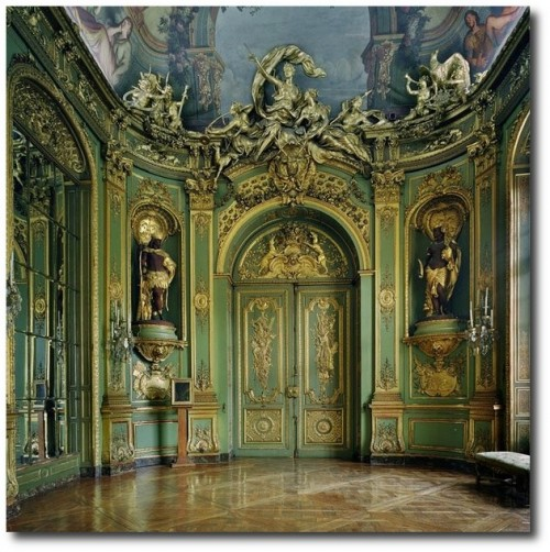 Gold room. Michael Eastman 500x502 How to Add Color Into Your Home With Confidence