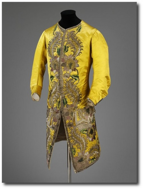Strong colors in 19th century fashions. 500x657 Everything French At The Metropolitan Museum of Art