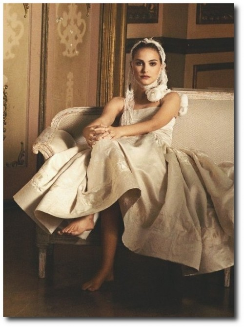 French Swedish Furniture Decorating Natalie Portman Vogue Jan 2011 2 500x669 Furniture Terms Explained
