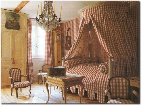 Neloclassical Chateau de Morsan 500x374 Easy Country Provence Decorating  7 Ways To Get The Look
