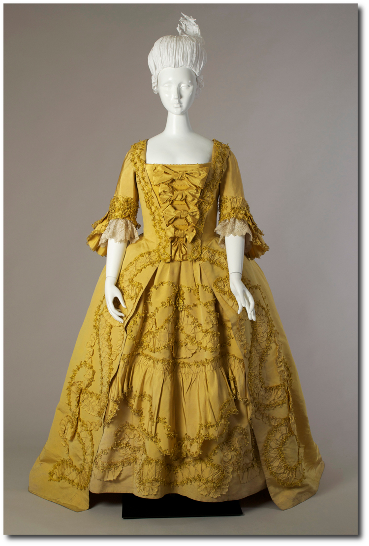 3d7f6f2b8be 1760 s Mantua Court Gowns Robe a la francaise ca. 1760 s1 500x740 Mantua  Court Gowns