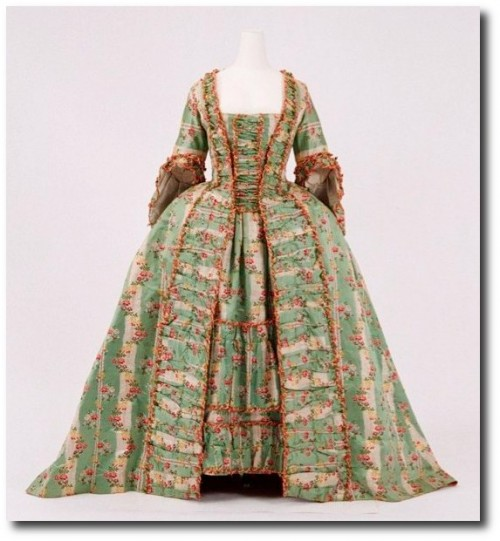 Robe a la francaise ca. 1770 From the Bunka Gakuen Costume Museum 500x541 Mantua Court Gowns